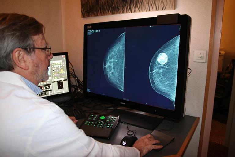Coronis Uniti™ helps Cabinet Goumot improve breast cancer detection