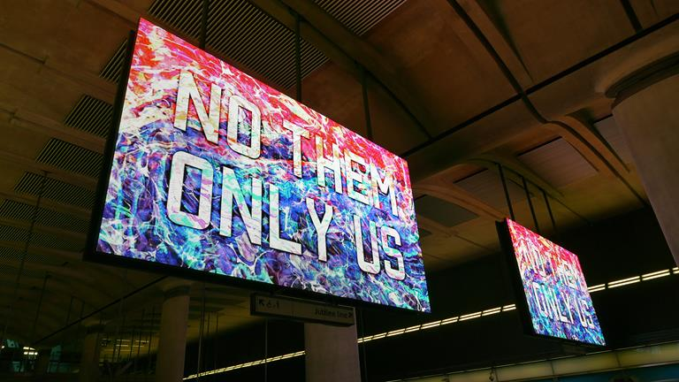 Saying 'Hello London' with Barco LED in the Canary Wharf Tube station