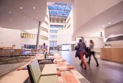 Atrium des One Campus