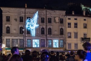 Raylight projection mapping