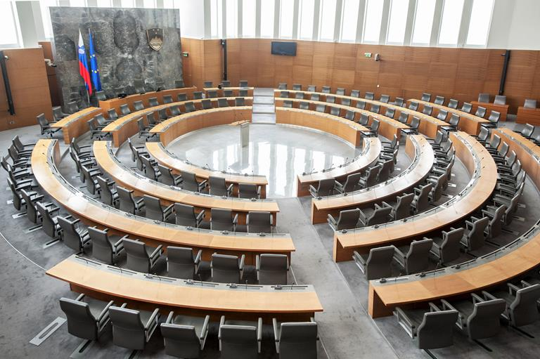 Slovenia's National Assembly goes wireless – and hassle-free – with ClickShare