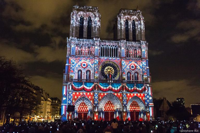 Barco dresses Notre-Dame de Paris with spectacular light show